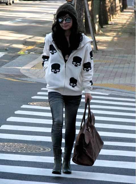 jaket-wanita-motif-tengkorak-keren-fashion