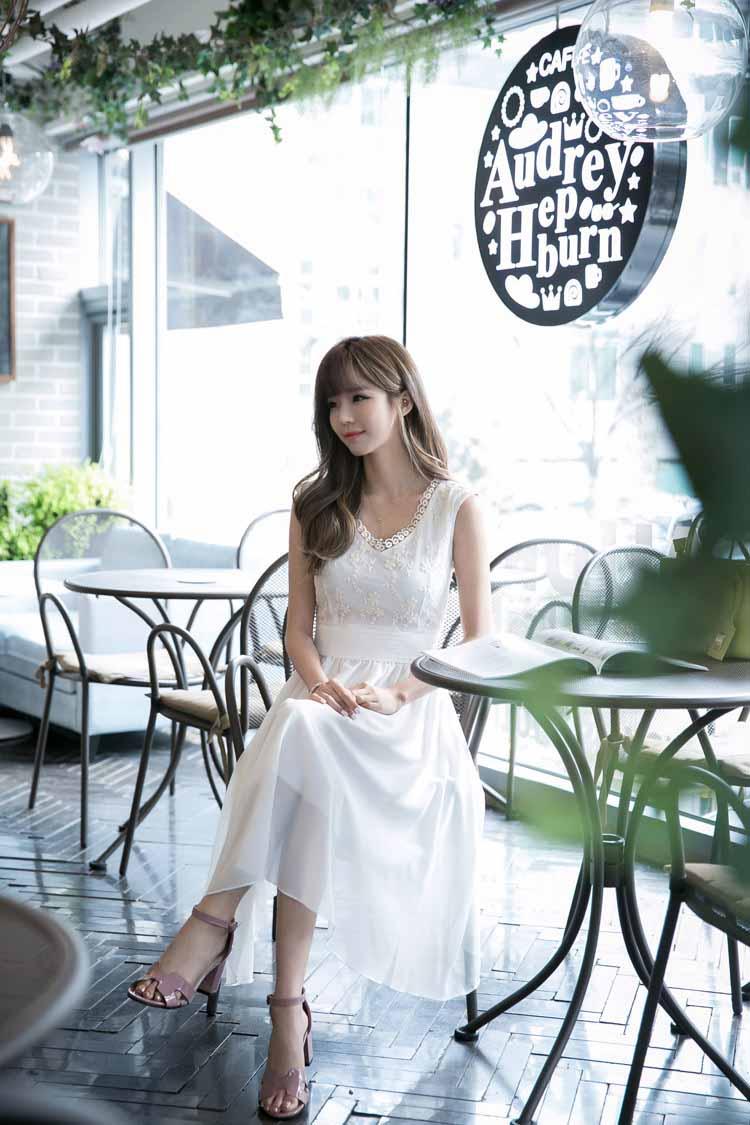 DRESS WANITA PUTIH RENDA CANTIK 2018 KOREA